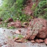 Pasco: Realizan limpieza de carretera afectada tras desborde del río Pozuzo
