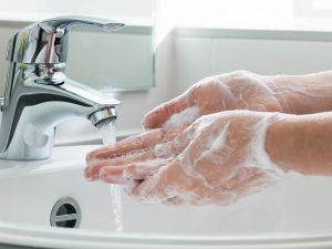 Lavarse las manos reduce las enfermedades estomacales
