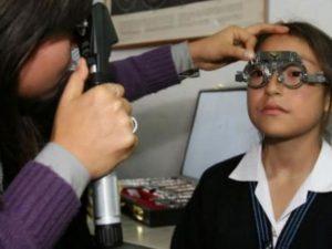 Antes de llevarlo al colegio, asegúrese que su hijo no tenga problemas oculares