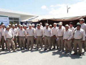 Capacitan a trabajadores para la extracción de guano de isla