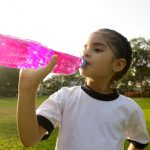 Consumo diario de bebidas hidratantes es dañino para la salud
