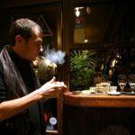 El humo de tabaco en la ropa eleva la contaminación en lugares cerrados