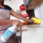 Limpieza con agua y lejía son claves para evitar el Covid-19