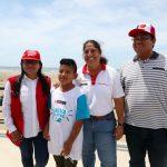 Piura: Viralizan en redes a niño recogiendo basura de la playa