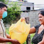 Madre de Dios: Entregan víveres a 300 familias vulnerables