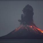 Lo que debemos saber de la última erupción del volcán Anak Krakatau (Indonesia)