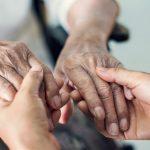 Lo que debe saber para cuidar a un adulto mayor durante la cuarentena
