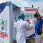 Implementan cabina de desinfección portátil en mercado de San Juan de Miraflores