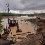 Madre de Dios: Destruyen equipos de minería ilegal y rescatan dos guacamayos