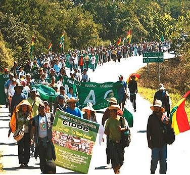 http://img.inforegion.pe.s3.amazonaws.com/wp-content/uploads/Bolivia-marcha-indigena-carretera-Tipnis.jpg